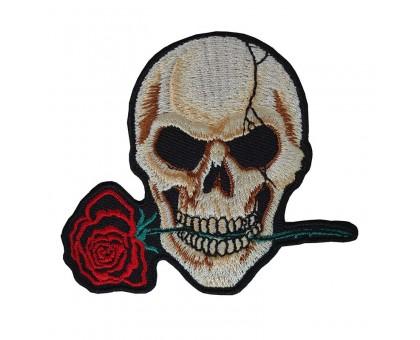 Antsiuvas medžiaginis Kaukolė su rože, 9.5x10cm