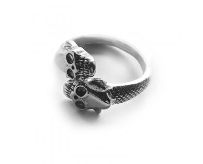 Žiedas Two Skulls sidabro spalvos, universalaus dydžio